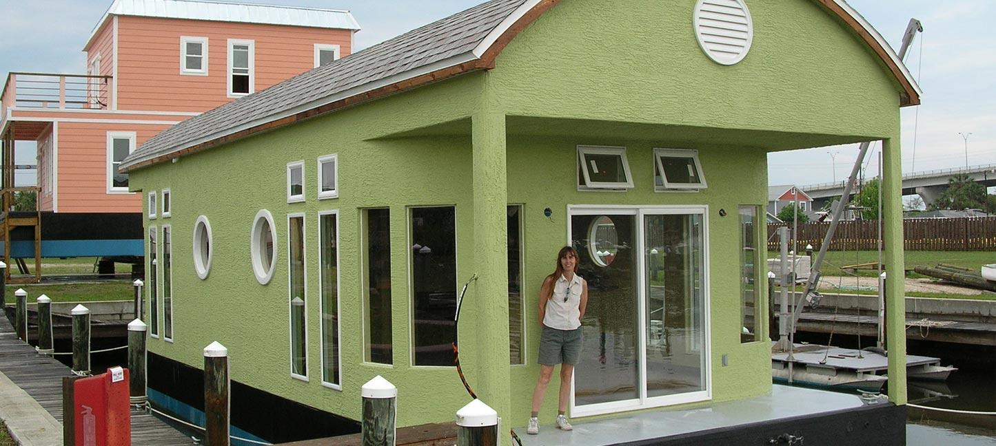slide-houseboat-green